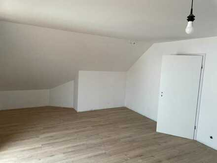 Helle renovierte Obergeschoss Wohnung