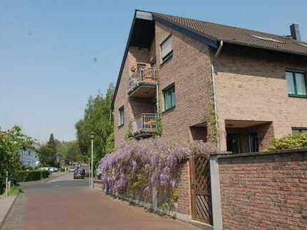 Zentrales und trotzdem ruhiges Wohnen in 7-Zimmer-Wohnung mit Garten