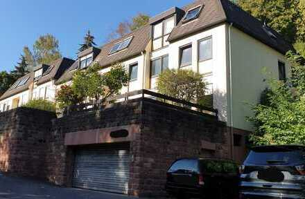 Neuwertige 3,5-Zimmer-Dachgeschosswohnung mit EBK in Neustadt an der Weinstraße