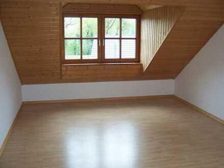Helle 2 Zimmer Dachgeschosswohnung