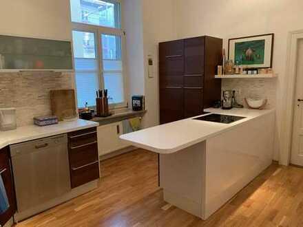 Schöne, geräumige fünf Zimmer Wohnung mit Balkon und EBK in Augsburg, Innenstadt