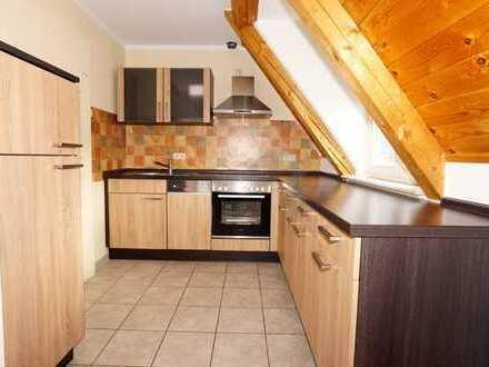 Die eigenen 4 Wände ?! - Romantische Dachgeschosswohnung mit Tiefgaragen-Stellplatz