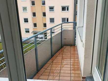 Sehr helle und gemütliche 2 Zimmer Wohnung mit Balkon!