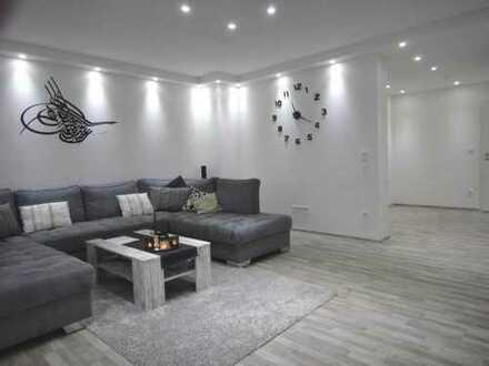 Neuwertig ... Modernisierte 4 Zimmer- Wohnung mit Loggia