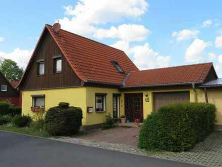 Wohnhaus mit Garten und Garage in ruhiger Randlage