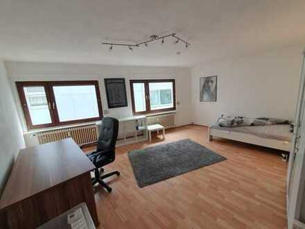 Möbliertes WG-Zimmer // Top-Lage bei Stadtmitte // 25 qm