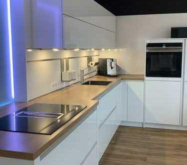 Moderne, sehr gepflegte 5-Zimmer-Maisonette Wohnung mit großem Balkon!!