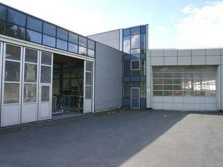 Gewerbeobjekt mit mehreren Hallen, Büros und Freifläche