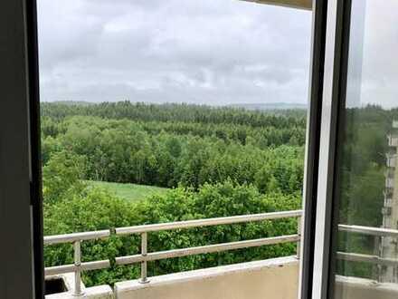 Bergblick - Gepflegte Wohnung mit vier Zimmern und zwei Balkonen in Kaufbeuren