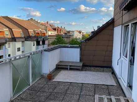 Vollständig renovierte 2-Zimmer-DG-Wohnung mit Dachterrasse und Einbauküche in Karlsruhe