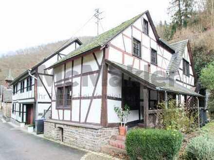 Viel Charme an der Mosel +++ Gemütliches Fachwerkhaus in idyllischer Lage im Ehrenburgertal