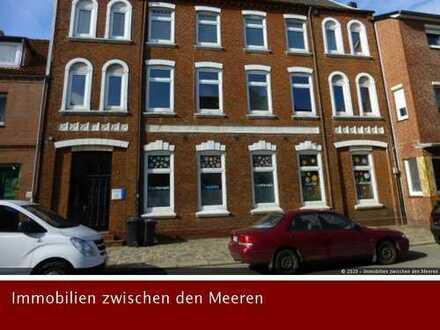 Stilvoll wohnen in einer renovierten Altbauwohnung: Wohnung in Husum mit ca. 140m².