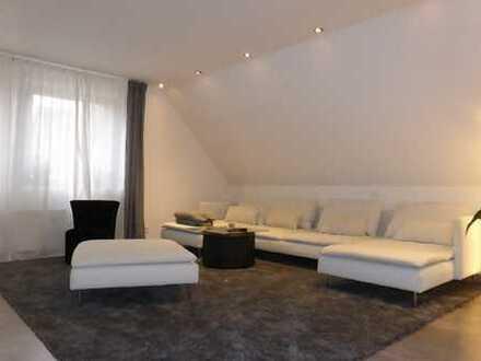 Moderne Loft-Wohnung mit Dachbalkon