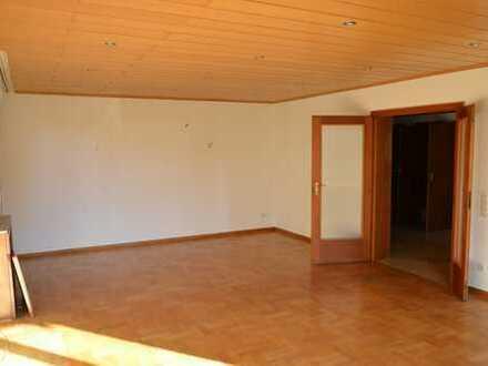 Helle geräumige EG-Wohnung / durchg. WZ/EZ, Balkon, kl. Garten Nähe Stadtwaldplatz