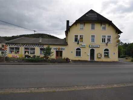 Beliebtes Rennsporthotel Nähe Nürburgring direkt an der Ahrstrecke mit großer Garage in Leimbach