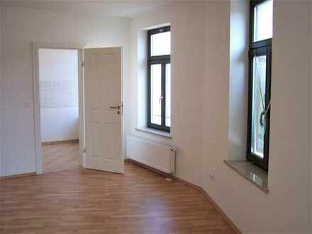 ***HELLE 5 RAUM WOHNUNG mit Laminat, Wanne und Balkon **WE 7+ WE 8***