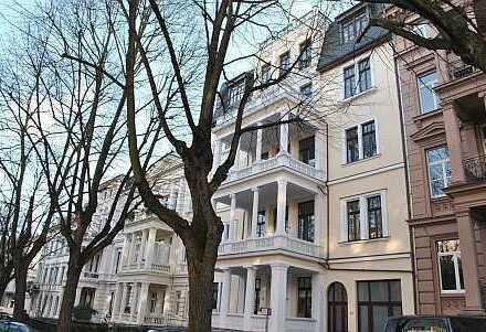 Großzügige, ruhige 3-Zi.-Wohnung, EBK, Parkett, Balkon