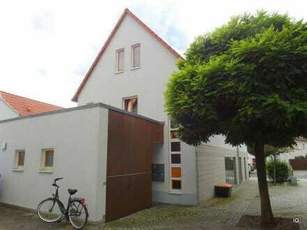 Ab August 2019: Moderne 3-Zimmer-Wohnung mit Dachterrasse, Laminatboden & offener Küche