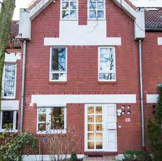 Großes Reihenhaus mit fünf geräumigen Zimmern + Garten + Garage + PKW Stellplatz in Langenhagen