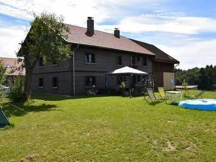 Hochwertiges Bauernhaus in Randlage, auch Pferdehaltung möglich zu vermieten