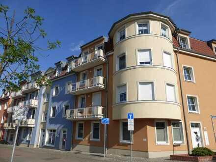 Wohnen direkt am See! Exklusive 2-Zimmer-Wohnung mit 2 Balkonen, Tiefgaragenstellplatz und Fahrstuhl