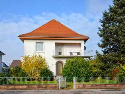 Stadtvilla mit 2 Wohnungen und 2 Garagen in Kuppenheim