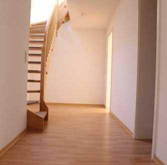 Große 3 -4 Raum Maisonette Wohnung mit 98m²,Laminat,2 Bäder-Wanne Dusche