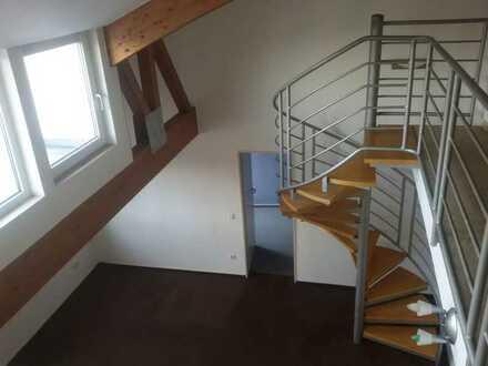 Stilvolle, renovierte 2,5-Zi.-Maisonette-Whg. mit Whirlpool und Balkon
