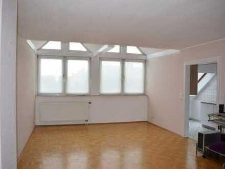 Schöne, geräumige, helle zwei Zimmer Wohnung in Rhein-Sieg-Kreis, Niederkassel