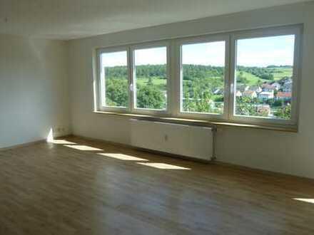 Großzügige, sonnige 3,5-Zimmer-Wohnung mit Balkon in Weissach
