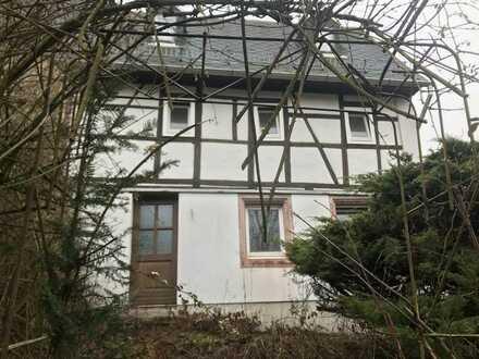 Stark renovierungsbedürftiges Haus mit vier Zimmern in Waldenburg, Waldenburg Sachs