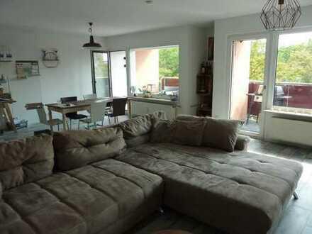 Deutz, helle, großzügige 2 Zimmerwohnung, Wannenbad,2 Balkone,EBK, Garage