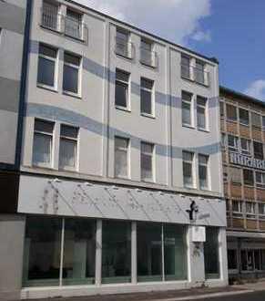Frisch renoviert: 2 ZKB Wohnung mit Gäste-WC und Einbauküche