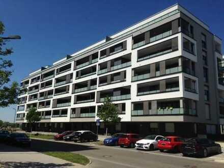 Schöne 5- Zimmer Penthouse Wohnung am Flugfeld mit Balkon zu 4 Seiten