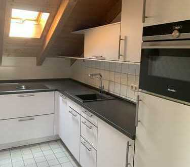 OT Garmisch! Neuwertige, moderne 3 Zi.-DG-Wohnung mit Parkett, hochwertiger Einbauküche, usw.