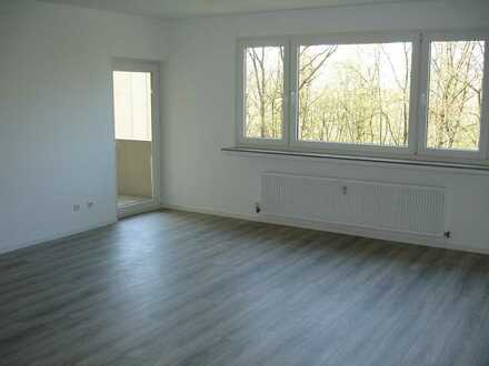 Stilvolle, modernisierte 4-Zimmer-Wohnung mit Balkon in Köln Porz Urbach