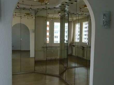 Tolle 5-Zimmer-Wohnung mit Balkonaussicht zum Waldrand und TG-Stellplatz Sindelfingen