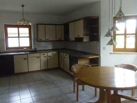 Freundliche 1,5-Zimmer-EG-Wohnung mit Terasse und Einbauküche in der Gemeinde Pettendorf