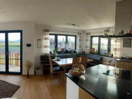 Neubauwohnung mit hochwertigem Innenausbau, Garten mit Sonnenterasse und Bergblick