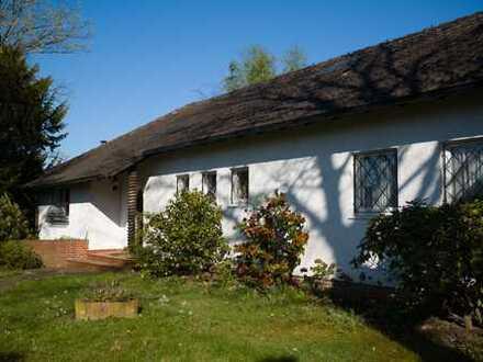Repräsentatives Haus mit großem Garten und Blick über Menden