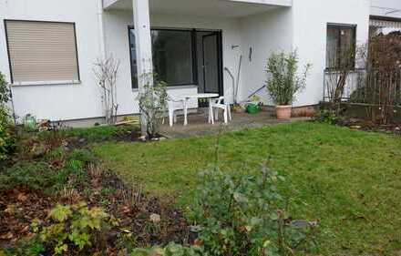 Von Privat: Sanierte (inkl. neuer Küche) 3-Zimmer-Wohnung in Ffm-Preungesheim, inkl. KFZ Stellplatz