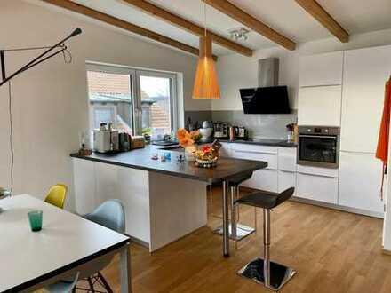 Exklusive, geräumige und neuwertige 2-Zimmer-DG-Wohnung mit Terrasse und Einbauküche in Forchheim