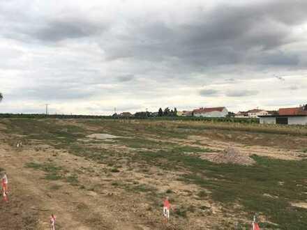 Eines der letzten Grundstücke im Baugebiet