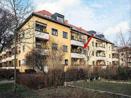 Bezugsfreie Eigentumswohnung in ruhiger Berliner Wohnlage mit Garten (320 m²) mit Holzhäuschen