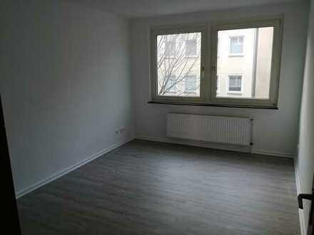 Erstbezug nach Modernisierung- Helle 2 Zim.-Wohnung - zentrale Lage