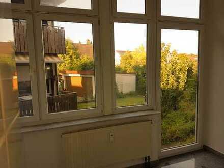 Modern renovierte 3 Zi WG, Kirchheim Zentrum, hohe Decken Wintergarten und Garten