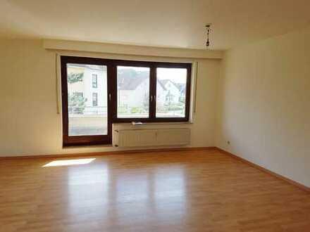 +++ Schöne, helle 3,5-Zimmer-Wohnung mit Balkon und Stellplatz in Schwaikheim zu vermieten ! +++
