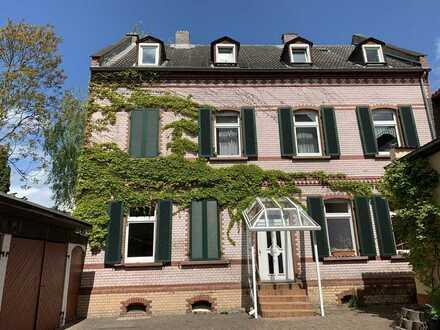 *Erstbezug nach Sanierung* - traumhafte 2-Zimmer-Altbauwohnung mit Balkon!