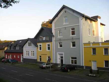 gepflegtes Renditeobjekt mit 18 Wohnungen und großem Gewölbe in Schotten (086 P)