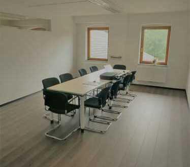 Repräsentative Büroflächen in Stephanskirchen - 250 qm Halle verfügbar, auch Einzelräume möglich!